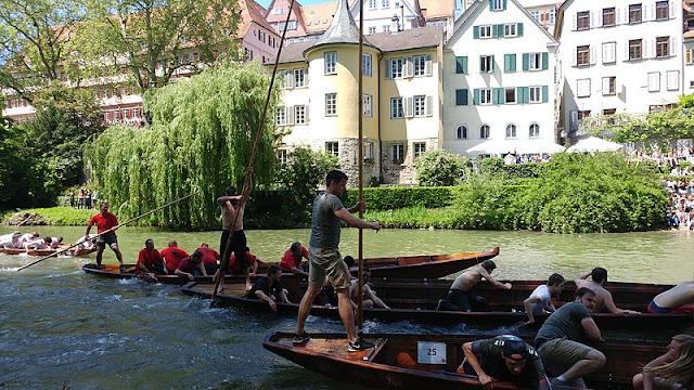 Roteiro de algumas horas em Tübingen (Alemanha) - corrida de canoas ou Stocherkahnrennen