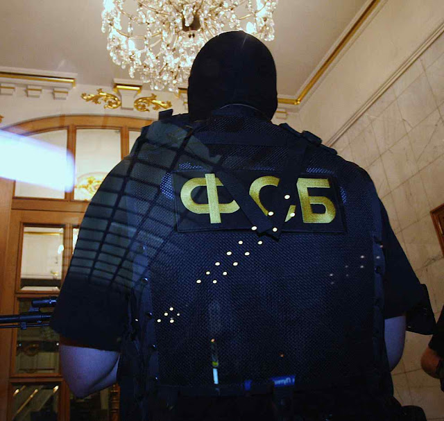 A FSB (Serviço Federal de Segurança da Federação Russa) é a polícia de Putin, sucessora reforçada da KGB soviética