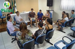 Prefeitura de Picuí garante transporte universitário de qualidade para estudantes.