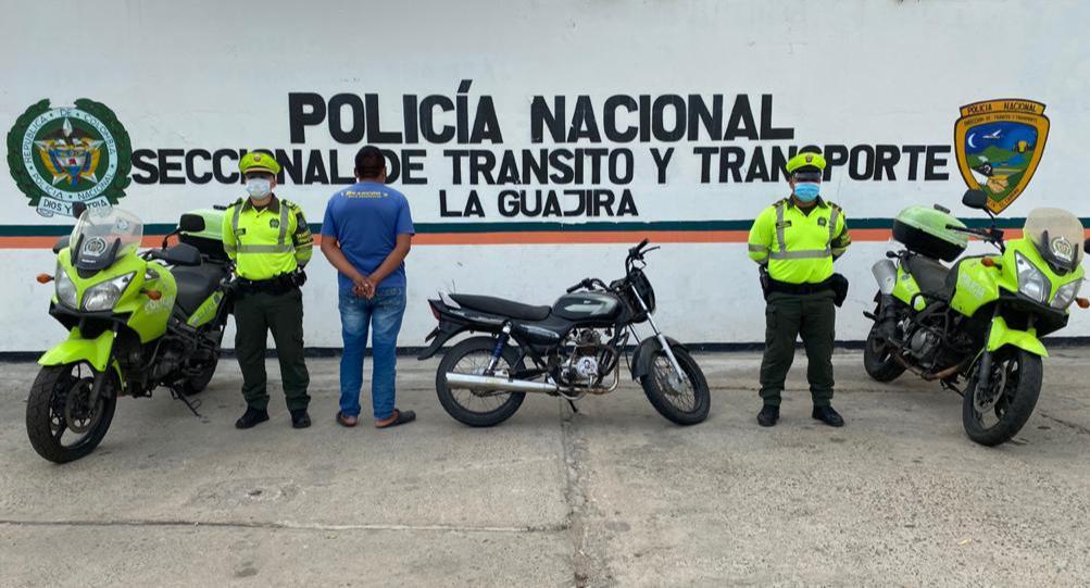 hoyennoticia.com, Inmovilizan moto a un Wayuu por manejar con licencia falsificada