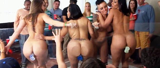 Пьяные студентки трухаются. Порно в общаге смотреть!