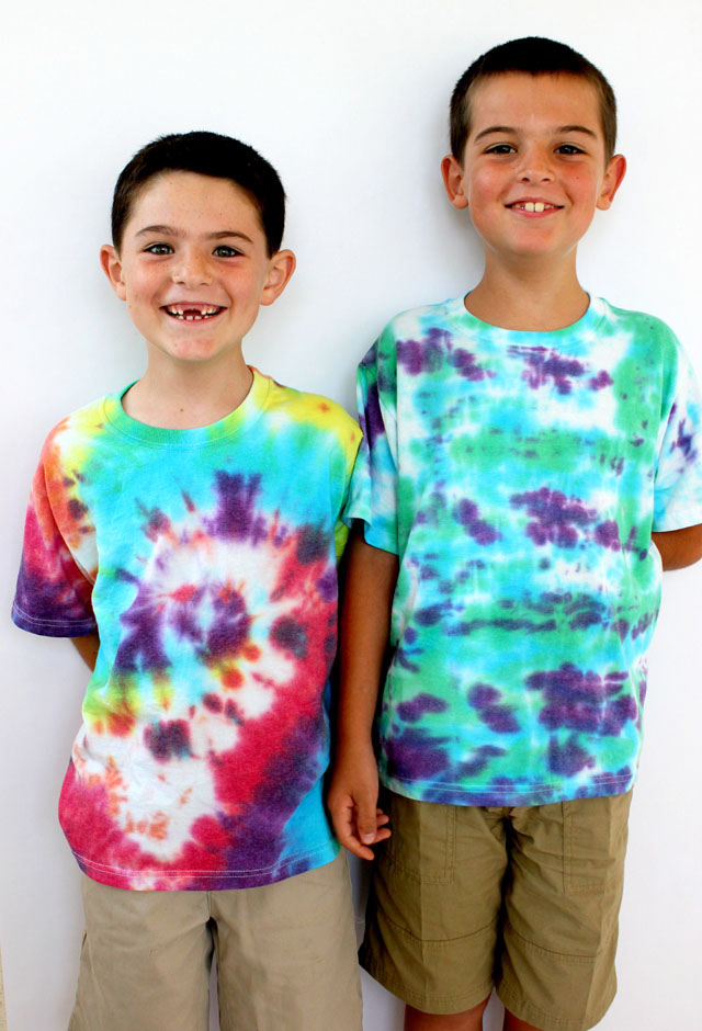 How to Tie Dye Shirts with Kids - Happiness is Homemade