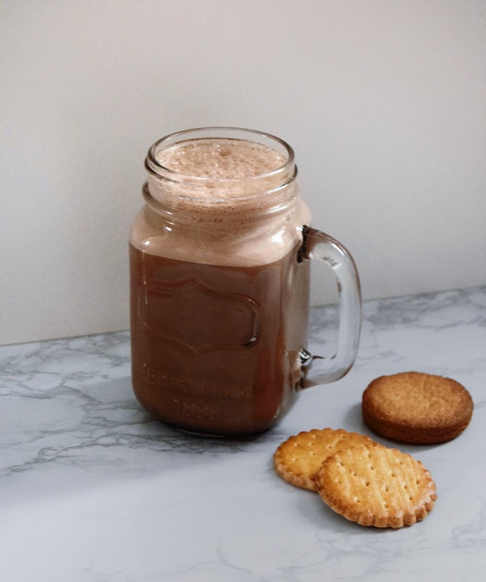 smoothie au chocolat et à la cannelle