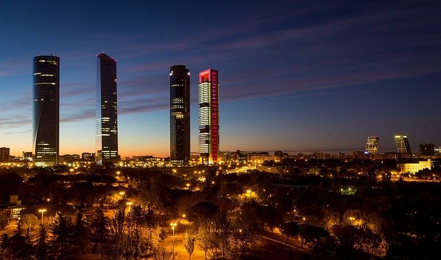 Испания: индекс деловой активности в секторе услуг в марте снизился почти на 30 пунктов