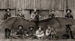 Γνωστή για μια κάποτε ακμάζουσα βιομηχανία αργύρου, η  πόλη Tombstone στην Αριζόνα, ήταν επίσης η τοποθεσία μιας από τις πιο περίεργες και π...