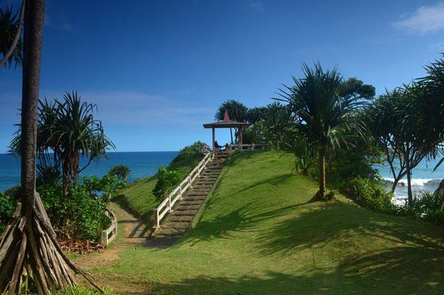 Pantai Karang Tawang Wulan