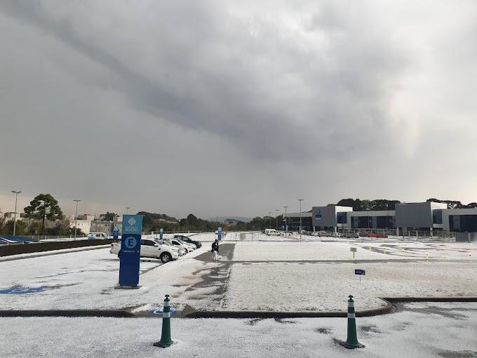 Temporal de granizo atingiu Curitiba e Região Metropolitana na manhã desta segunda-feira