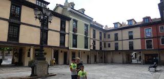 Oviedo, plaza porticada de El Fontán.