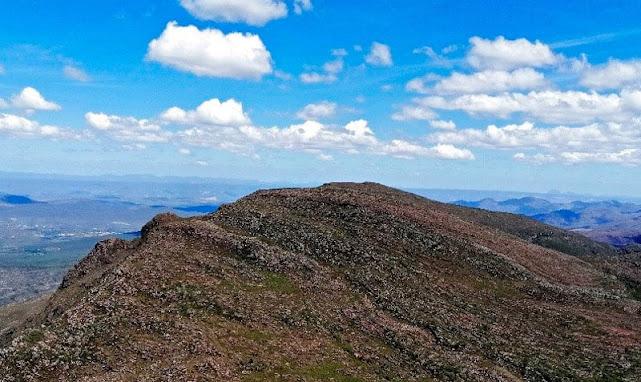 Pico do Guarda Mor a partir do Pico dos Frios subcume leste. (Foto: Orlandinho Barros)