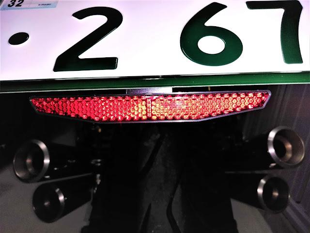 イナズマ400 リフレクターの写真