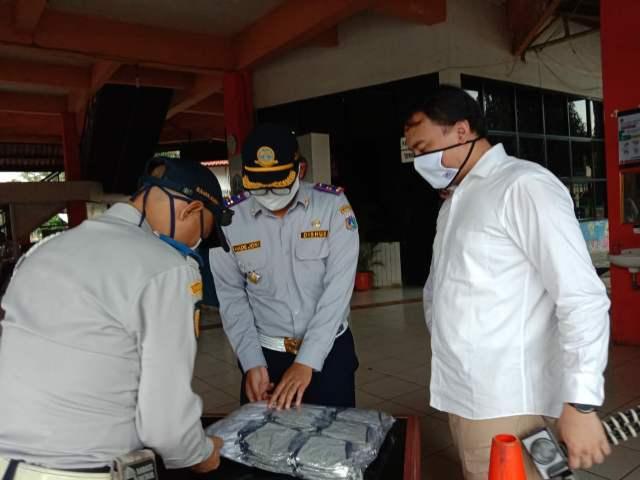 Cegah Virus Corona,  BIN Bagikan Masker Di Terminal Kampung Rambutan  >> https://www.onlinepantura.com/2020/04/cegah-virus-corona-bin-bagikan-masker.html