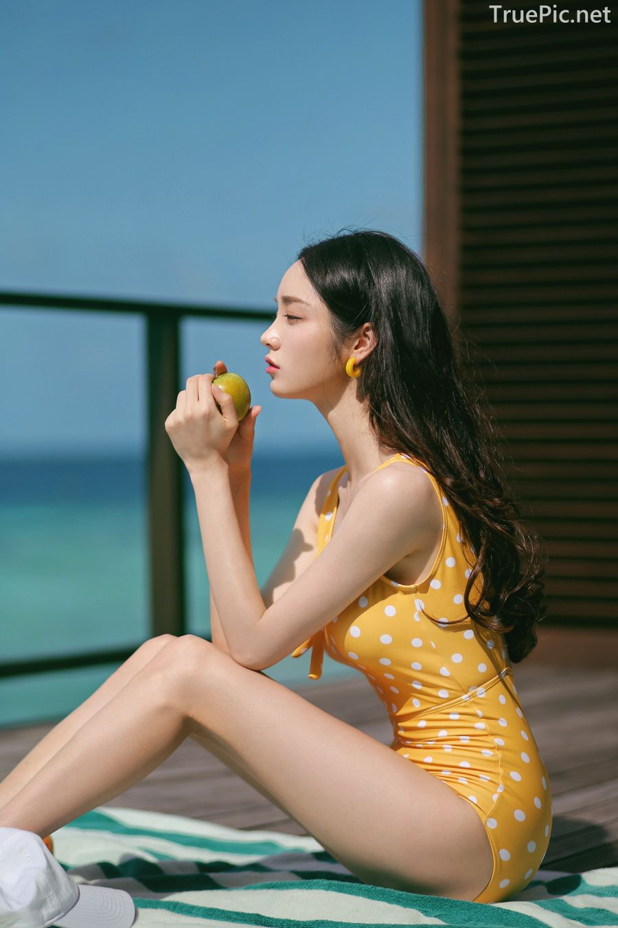 Korean fashion model Jeong Hee - Everyone once a monokini - Picture 8