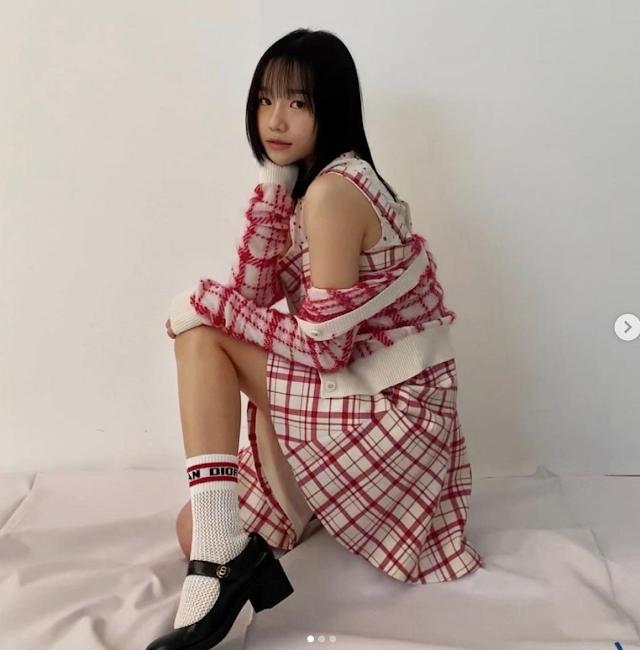 '심쿵', 어깨+각선미 드러낸 女아이돌