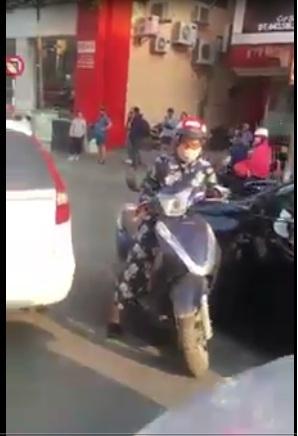 Ra đường nếu ko muốn ùn tắc giao thông thì tốt nhất ko cãi tay đôi với ninja lead