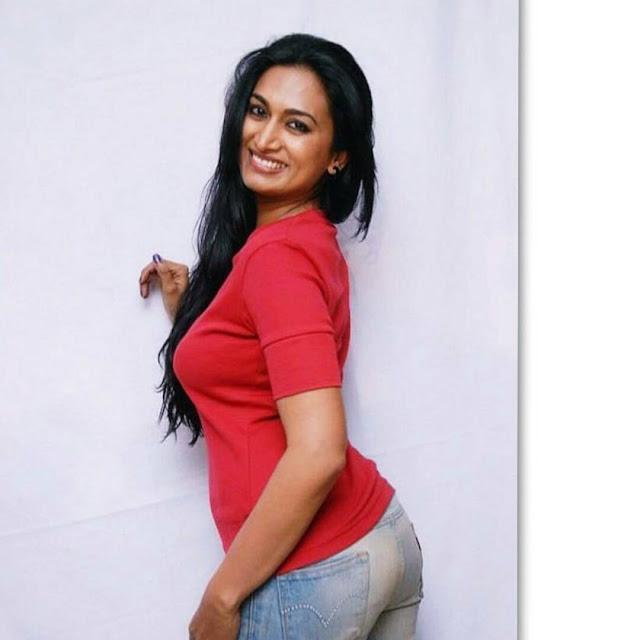 sexy-Indian-Bhabhi-Booty