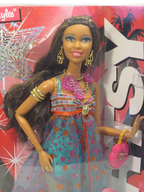 "The Fashionomist The Hemline Index: Barbie Fashionista ""In The Spotlight"" Artsy Doll By Mattel"
