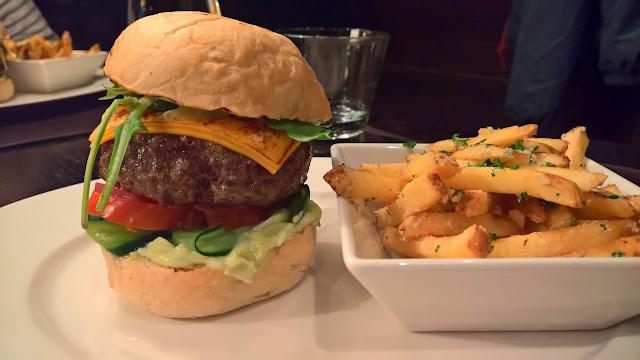 Stefan's Steakhouse Jyväskylä hampurilaistesti burger hampurilainen ravintola testi mallaspulla