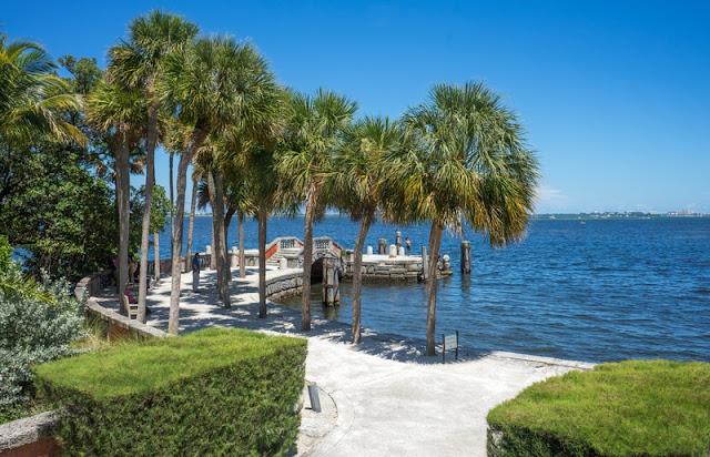 Walk-way to Bay at Miami Beach