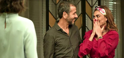 Amadeu (Marcos Palmeira) e Maria da Paz (Juliana Paes) darão a notícia à filha