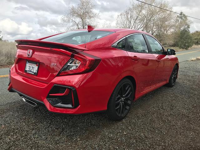 Rear 3/4 view of 2020 Honda Civic SI