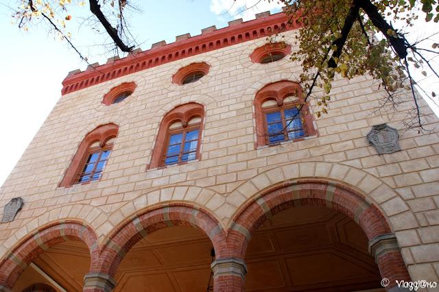 La facciata da cui si accede al Castello di Barolo