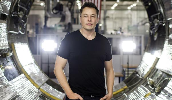 Elon Musk dọc sách thành tỷ phú