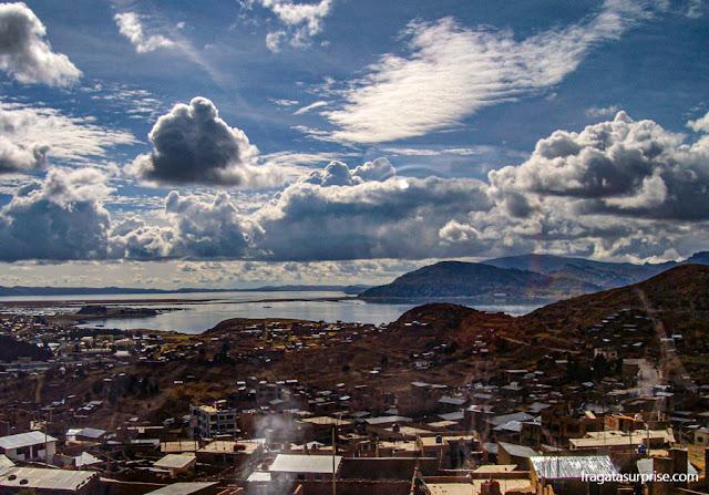 Lago Titicaca em Puno. Peru