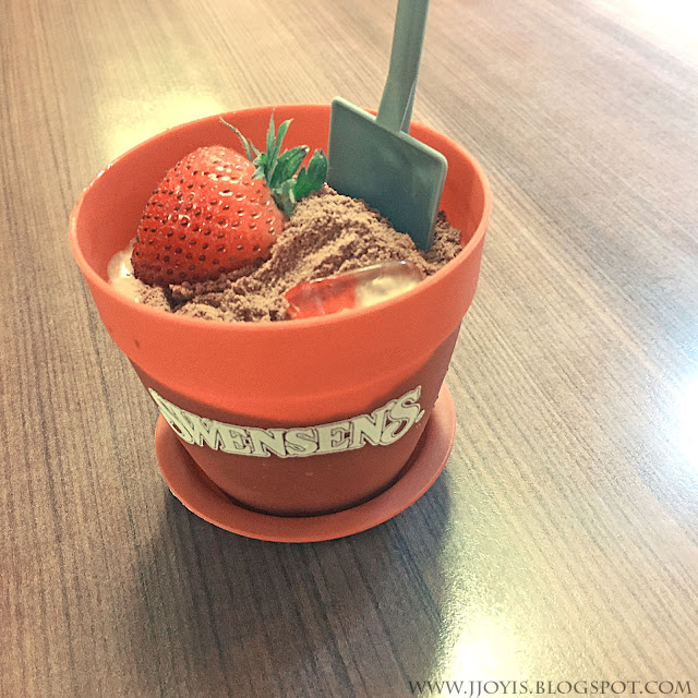 swensens milo dirt pot review dessert