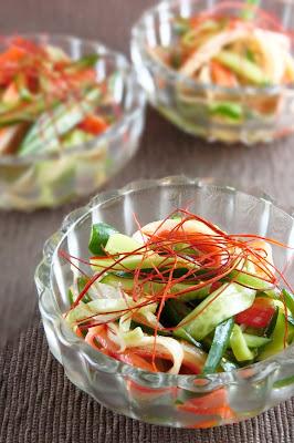きゅうりとカニカマの中華サラダは切って和えるだけの簡単レシピ