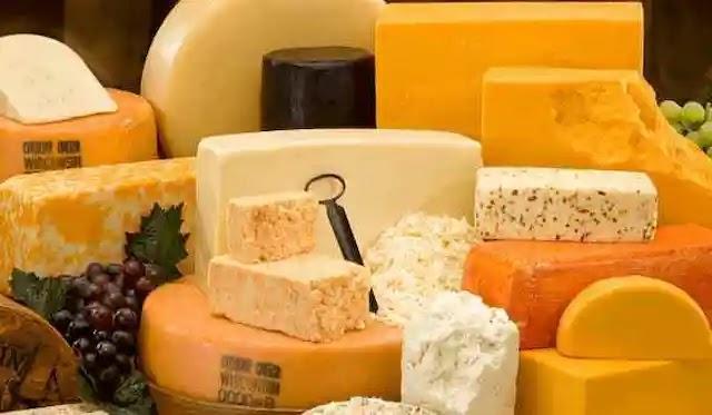 الجبن للتخلص من الأسنان الصفراء.