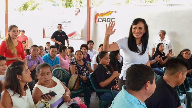 """""""Red afectiva"""" de la CROC compra votos en Puerto Morelos para Laura Fernández"""