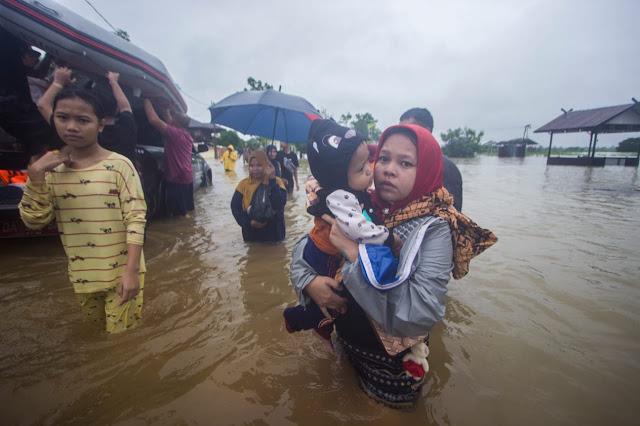 Hujan Deras Landa Barito Utara, Kawasan Muara Teweh Terendam Banjir Hingga 2 Meter.lelemuku.com.jpg