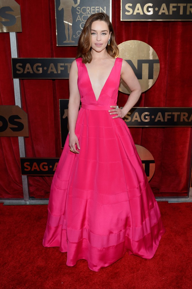 Emilia Clarke is gorgeous at the SAG Awards '16 in a pink plunging gown