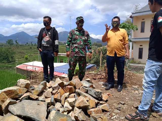 Dansektor 3 Satgas Citarum Langsung  Awasi Proyek TPS-3R Desa Tanjungwangi-Pacet