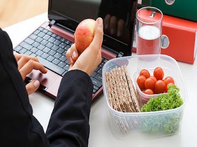 Makanan sehat saat di kantor