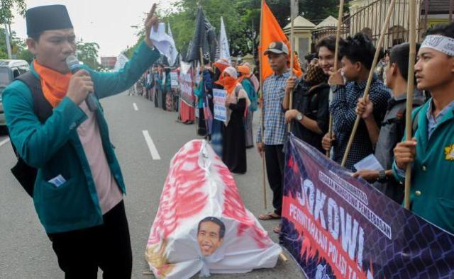 GEMA Demo di depan Mapolda Aceh Desak Polri Segera Tangkap Ahok.