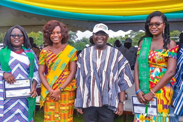 VP Bawumia Presents Awards To 2019 Most Outstanding Teachers