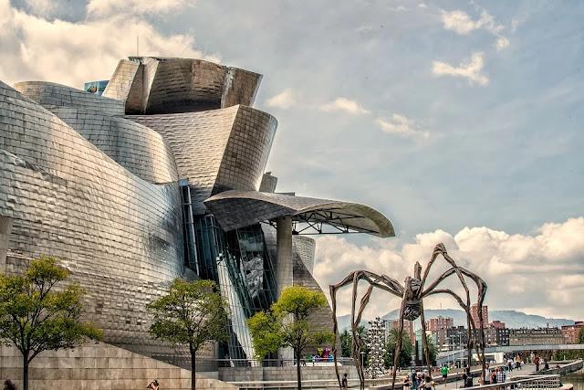 Guggenheim-Bilbao-museo-architettura-ingegneria