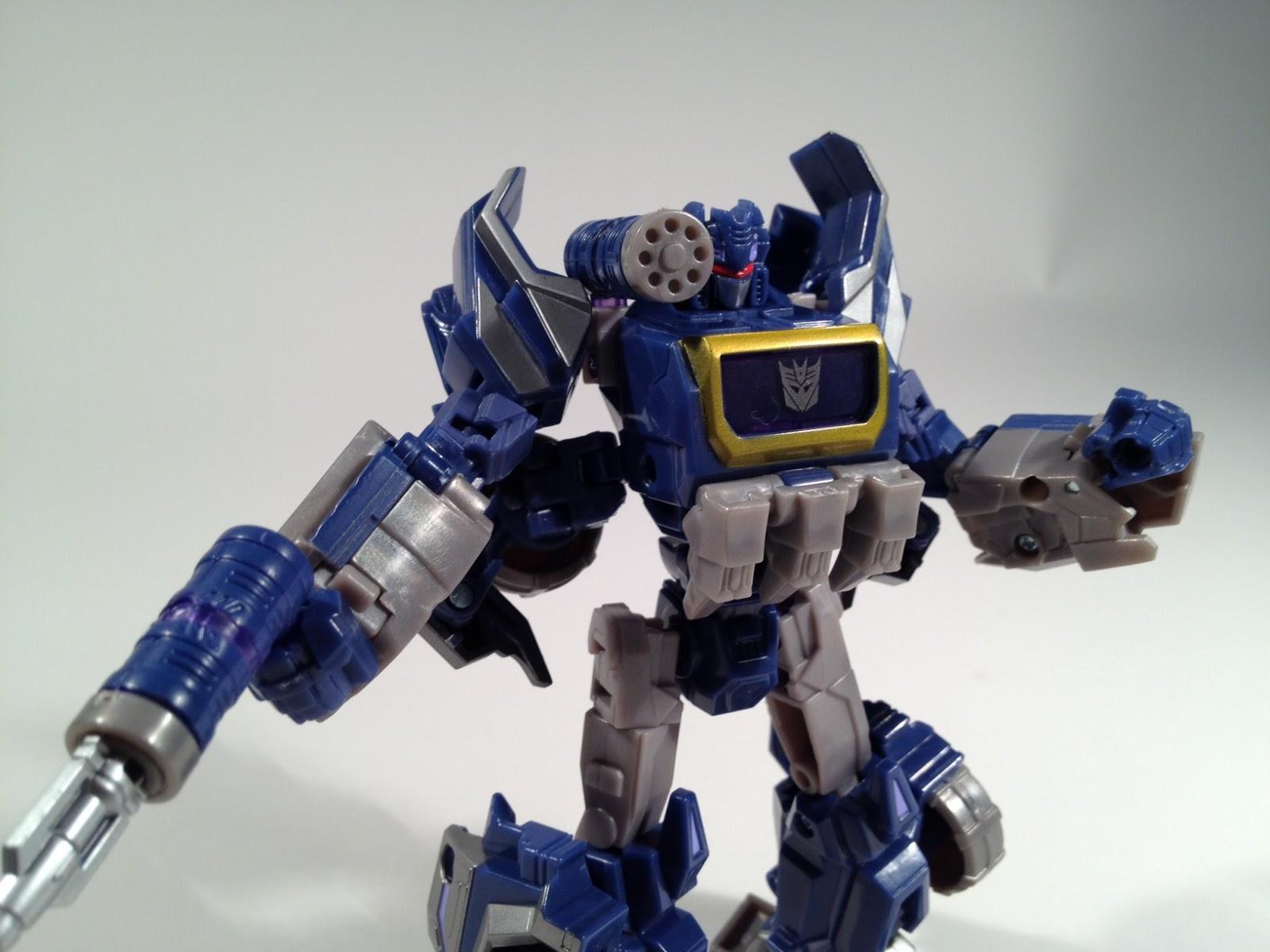 Rusted Mecha: Transformers Generations Cybertronian Soundwave