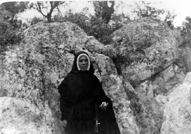 Irmã Lúcia, visitando o local da aparição.