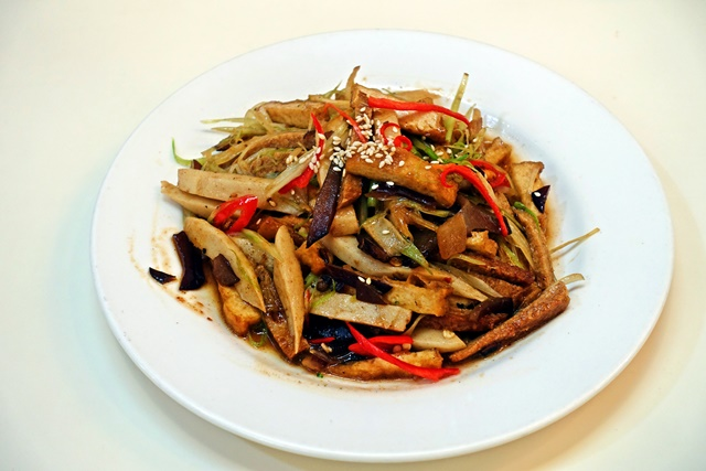 Loving Hut 愛家新月店客家小炒~宜蘭素食熱炒、合菜、小火鍋