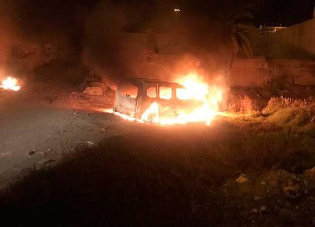 Susto en Tafira al incendiarse un coche al precipitarse un coche
