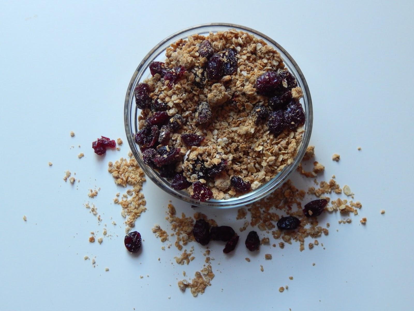 Arašídová granola s javorovým sirupem