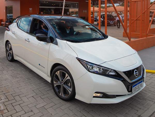 Nissan Leaf: hatch elétrico disponível para aluguel - Movida