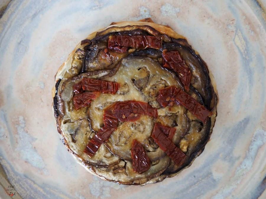 Tatin de berenjenas y tomates secos, con parmesano y crujiente masa filo