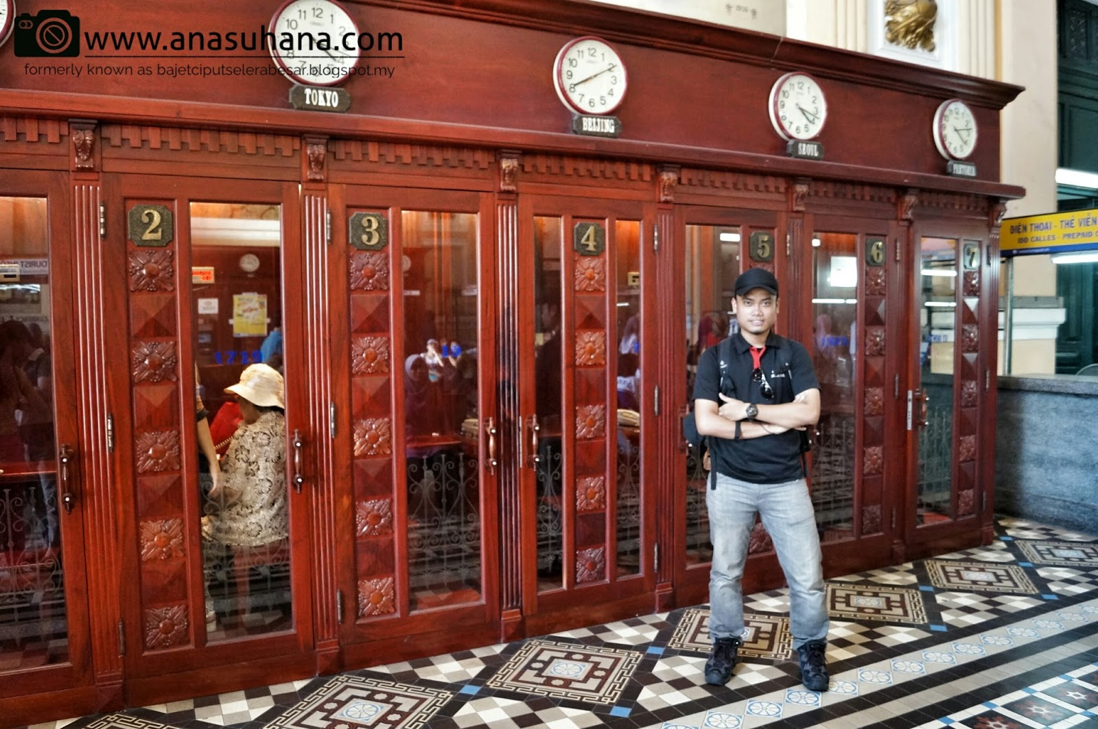 Pejabat Pos Pusat Saigon (Saigon Central Post Office)