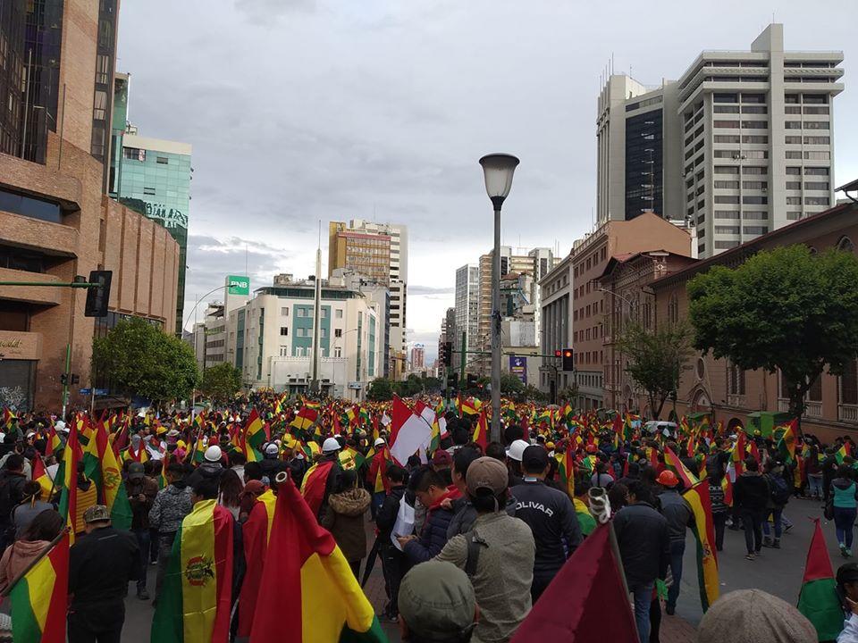 La ciudadanía salió a las calles a corear su grito