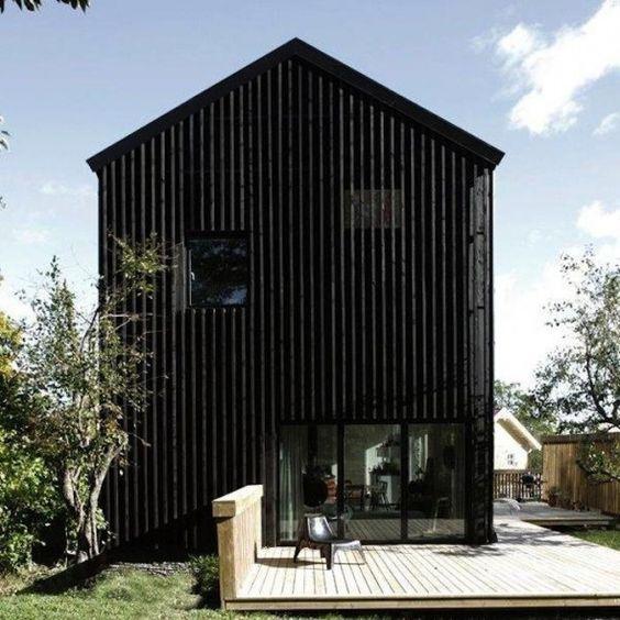 maison bois brule noir