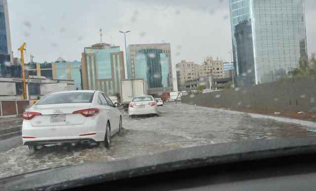 الأمطار تغرق مدينة جدة السعودية هذا الصباح