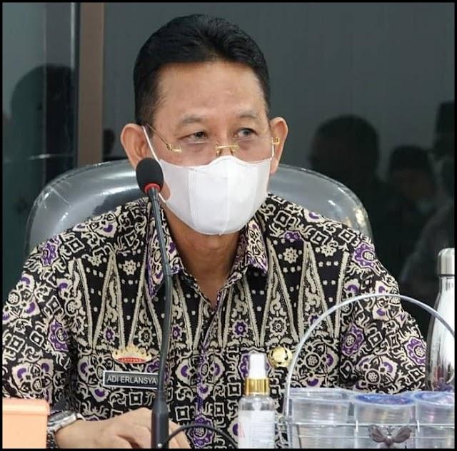 Pjs Bupati Lampung  Tengah,Adi Erlansyah himbau agar selalu kenakan masker dan usahakan untuk makan di rumah saja demi menghindari paparan virus corona